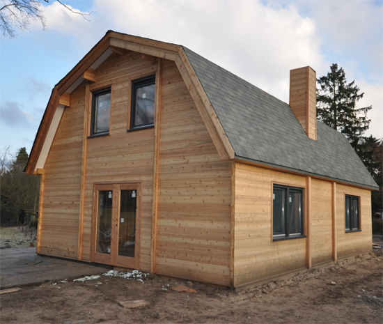 Eurologs houtbouw uw adres voor cederhouten huizen chalets houten woningen houten for Hout huis