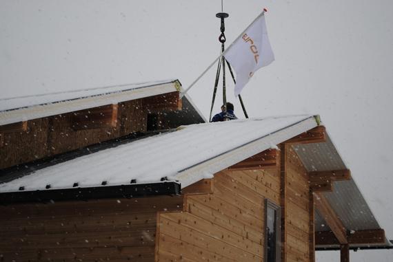 Eurologs vlag in de sneeuw